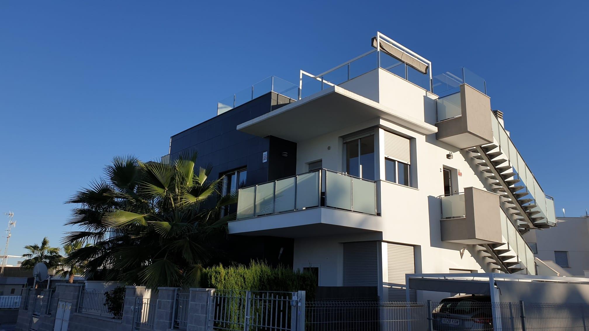 Flott leilighet med stor takterrasse. Ny pris juni 2021!