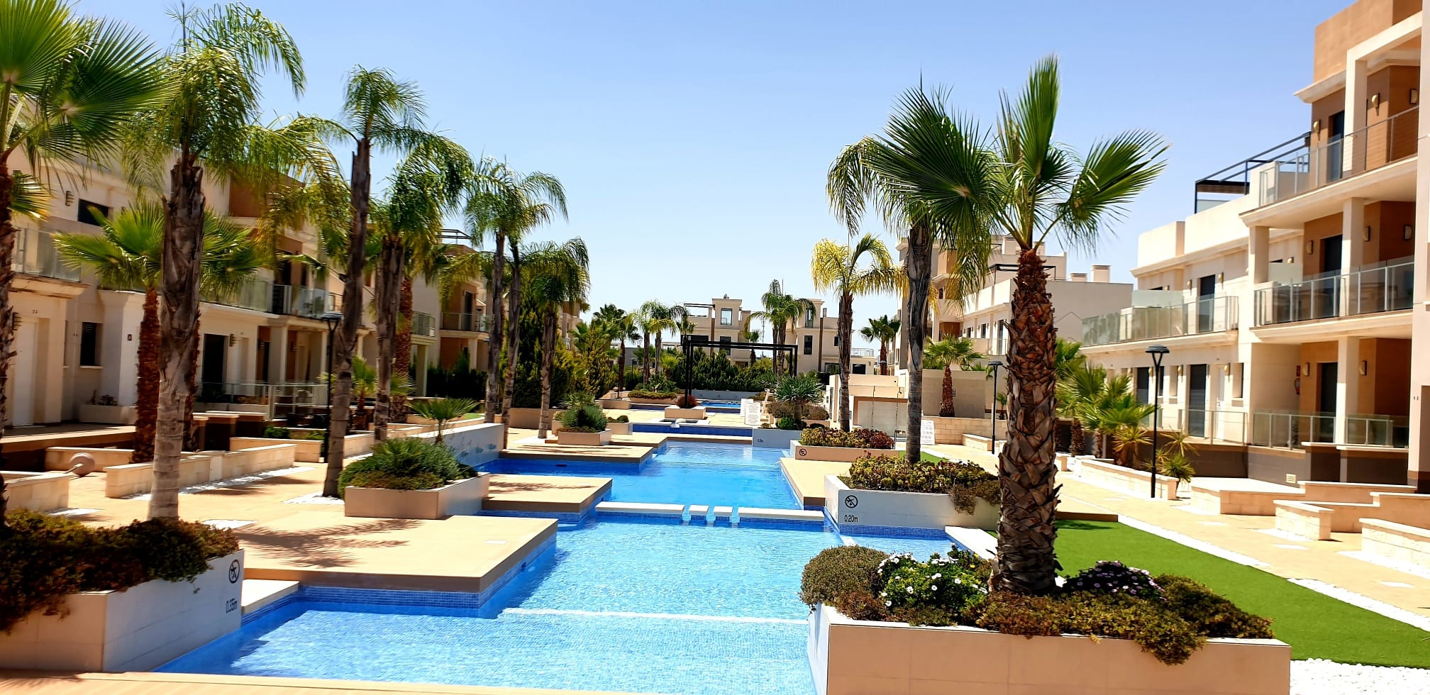 Meget flott leilighet på La Zenia Beach – første linje mot bassengområdet!