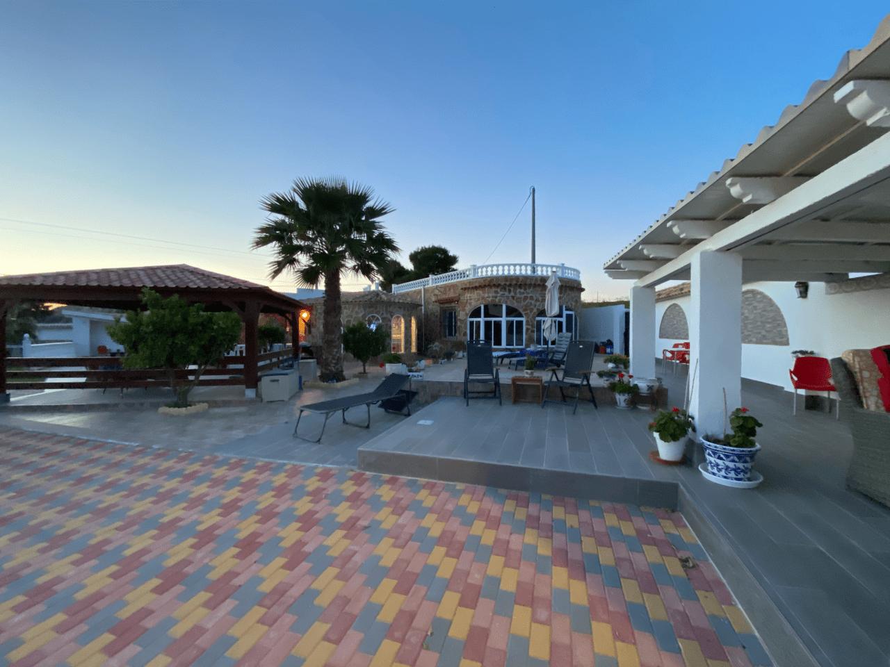 Finca/Campo med fantastisk utsikt og gjestehus til salgs – må ses!