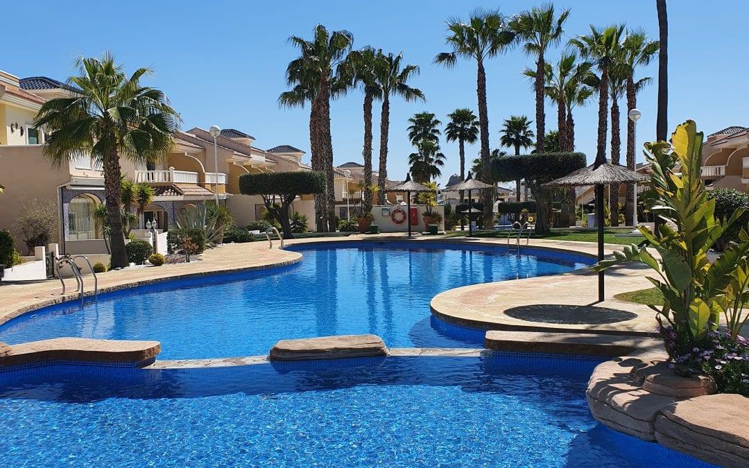 Meget flott rekkehus på det vakre Albamar komplekset i Ciudad Quesada!