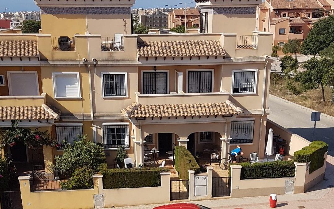 Meget fint og solrikt rekkehus i Torrevieja – flott utsikt!