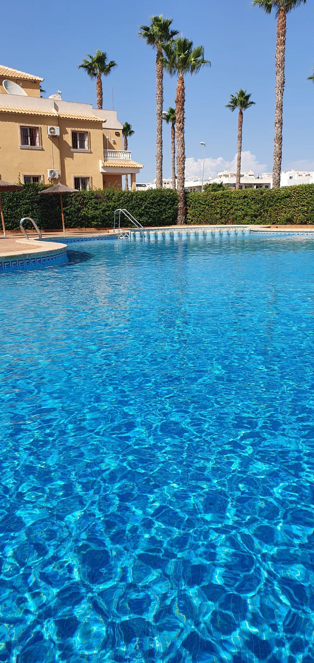 Meget flott rekkehus i Ciudad Quesada – m/privat basseng!